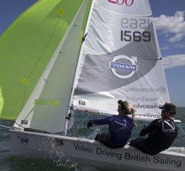 VOLVO cars, Sponsor officiel des «RS UK Sailors», cela vous inspire ???